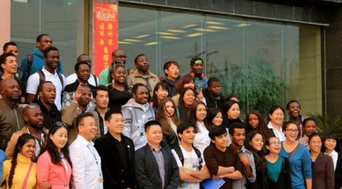 Partir étudier en Chine pour faire carrière en Afrique ? : Les jeunes diplômés africains des universités chinoises expérimentent la localisation du personnel des entreprises chinoises.